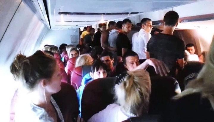 Пассажиры приходят в ярость от классового неравенства на борту.Вокруг Света. Украина