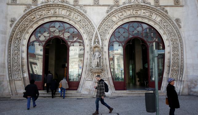 Турист случайно разбил 126-летнюю статую.Вокруг Света. Украина