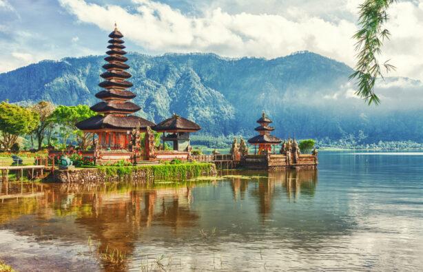 Храм на озере Братан, Бали