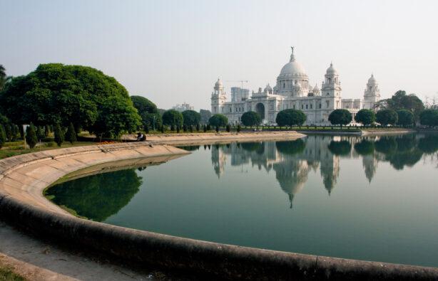 Парк рядом с Мемориалом королевы Виктории в Калькутте