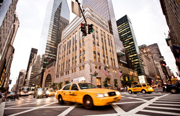 Такси на 5-й авеню в Нью-Йорке , США