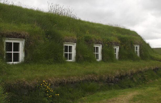 Традиционный исландский дом (turf house)