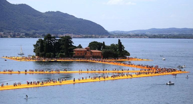 В Италии туристы ходят по воде