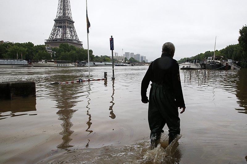 В Париже из-за наводнения закрывают музеи.Вокруг Света. Украина