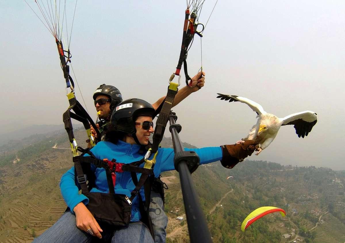 Экстремальное селфи над горами Непала