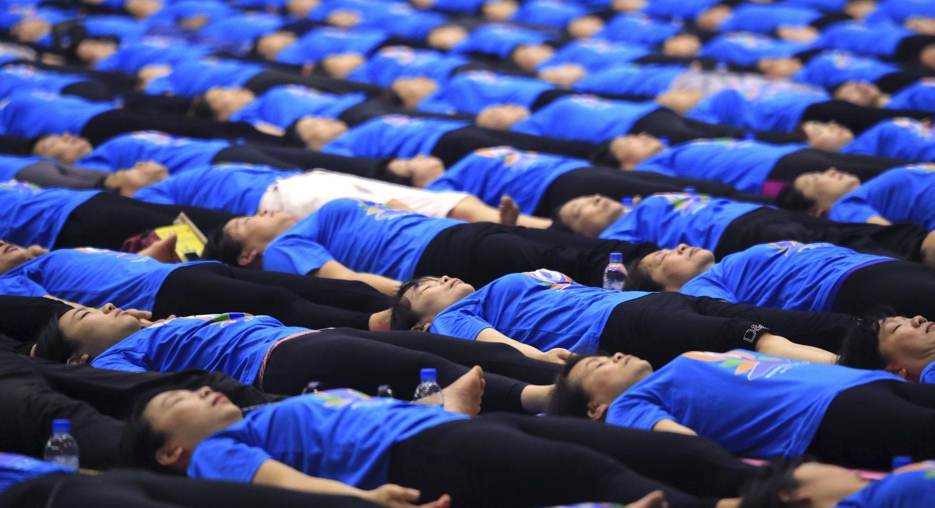 Во Вьетнаме отпраздновали Международный день йоги