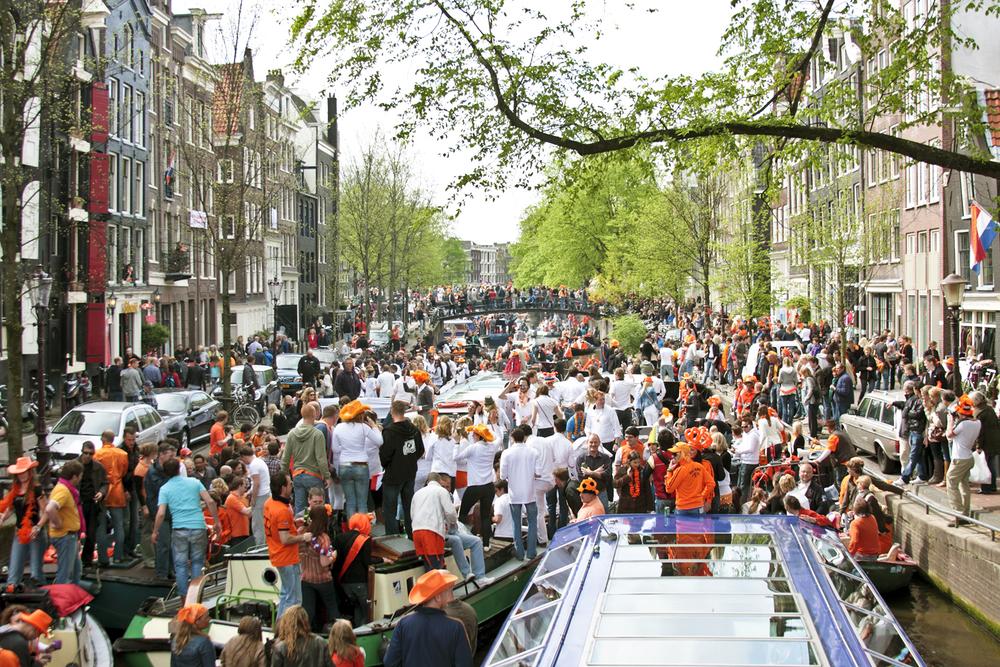 Амстердам пытается спастись от туристов.Вокруг Света. Украина