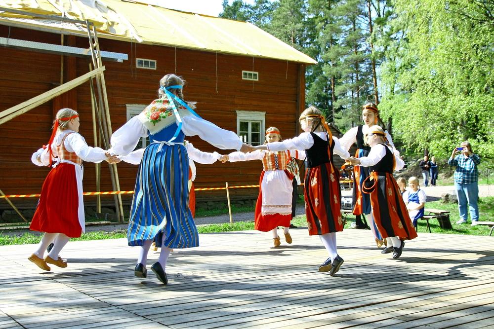 День летнего солнцестояния в Финляндии и Швеции