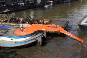 Ловись, велик, большой и маленький! Или как в Амстердаме чистят каналы.