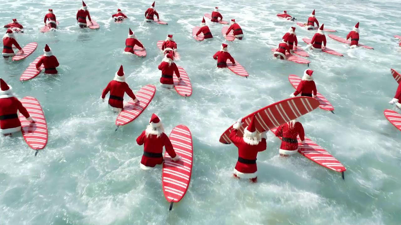 Что делают Деды Морозы летом