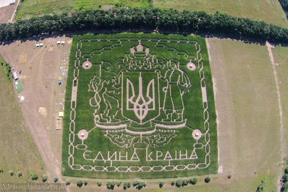 В Киеве появился кукурузный лабиринт с тризубом.Вокруг Света. Украина