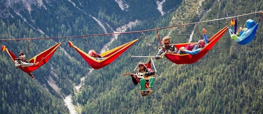 Слет канатоходцев-экстремалов в Альпах