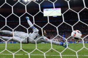 Эдер забил победный гол в ворота сборной Франции
