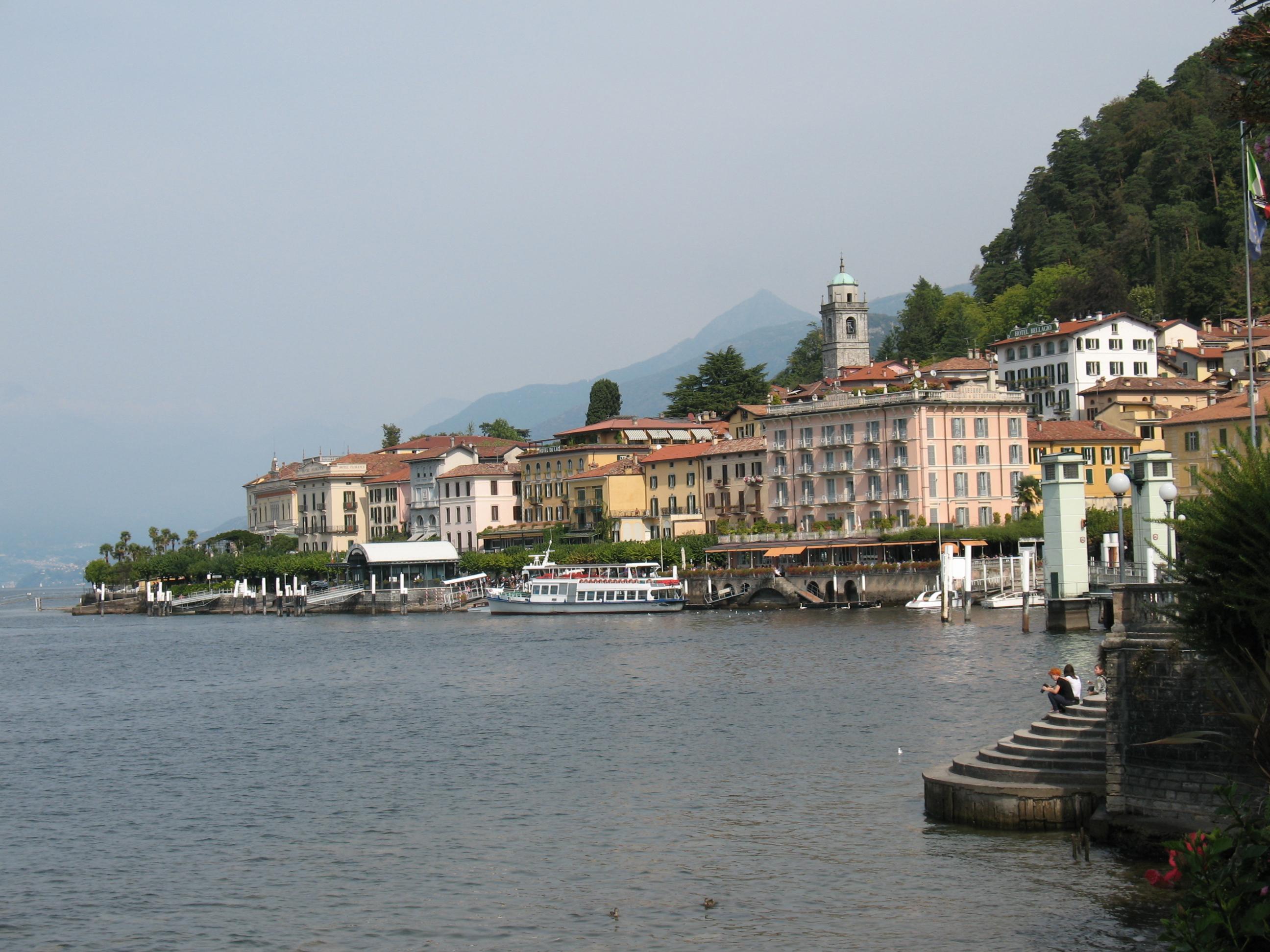 Вид на Белладжо с озера