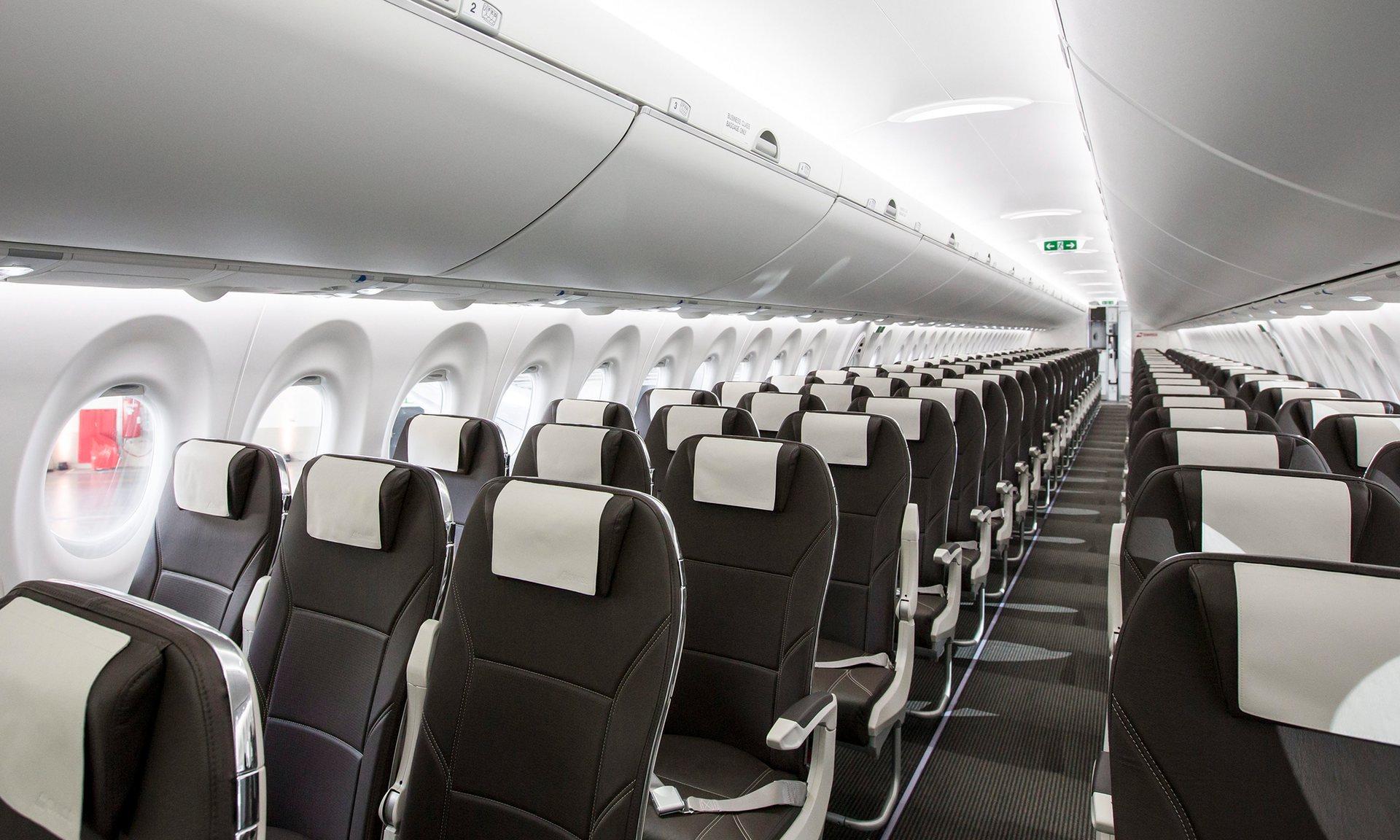 В Канаде построили самолет для полных пассажиров.Вокруг Света. Украина