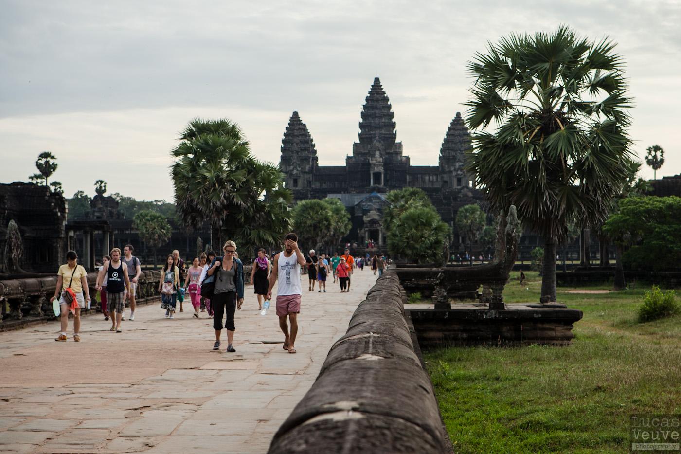 Голым не место в Ангкор.Вокруг Света. Украина