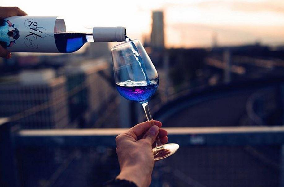 В Испании уже пьют голубое вино