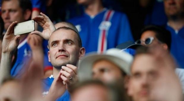Президент Исландии Гудни Йоханнессон на матче Исландия–Франция