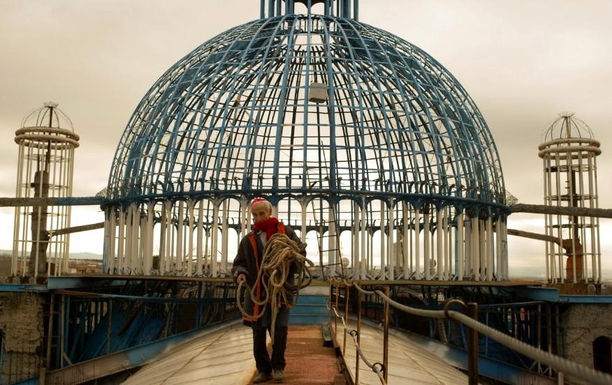 Человек, который в одиночку строит собор.Вокруг Света. Украина