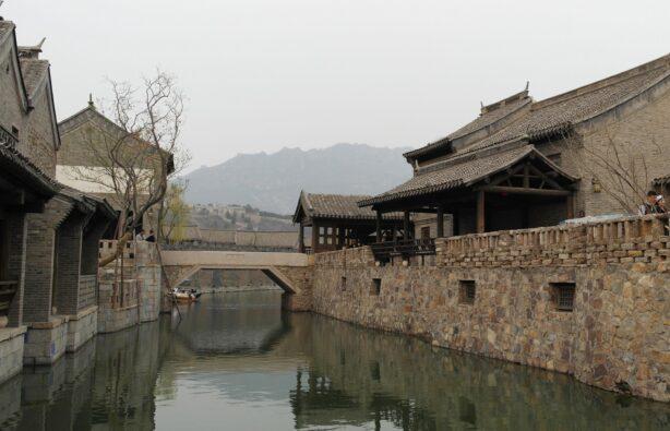 Beijing Water Town – новодельный «старый город» у подножия Великой Китайской стены