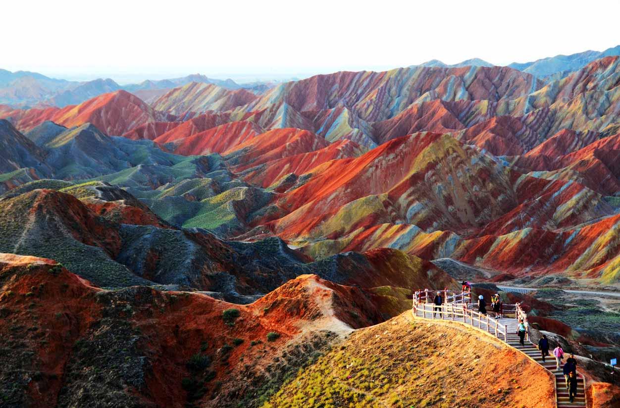 Разноцветные скалы Китая.Вокруг Света. Украина