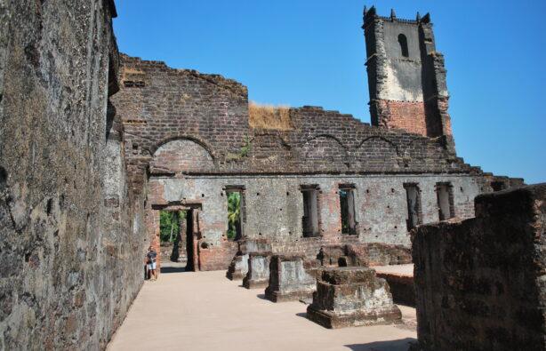 Развалины собора святого Августина