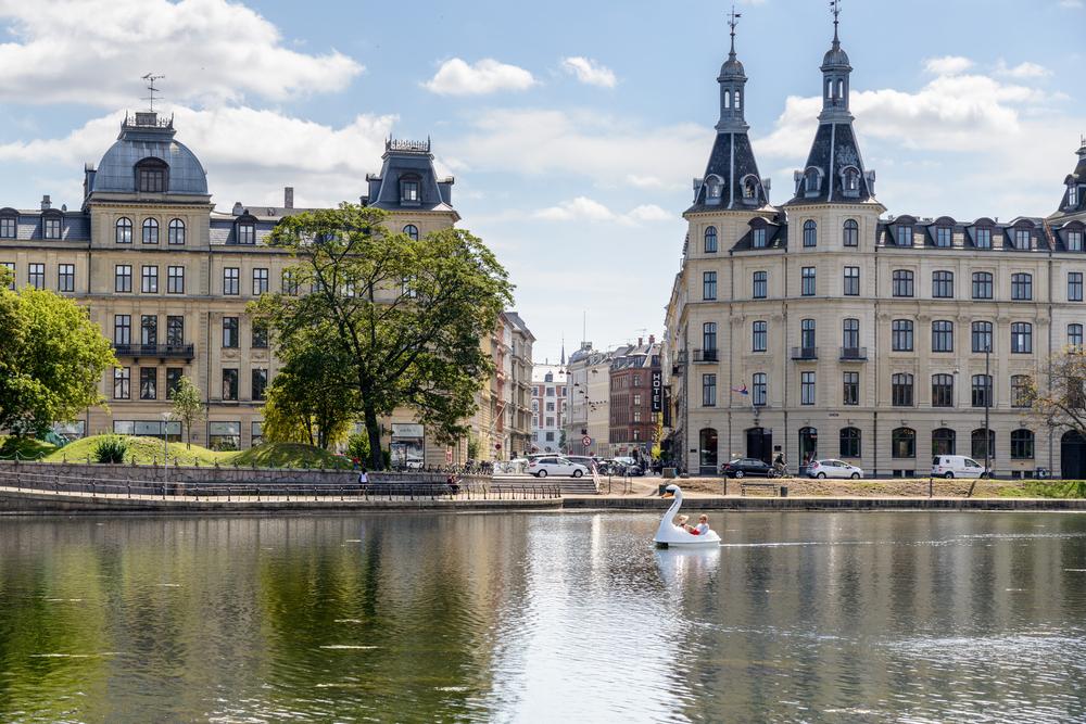 3 прямоугольных озера окружают центр Копенгагена с запада