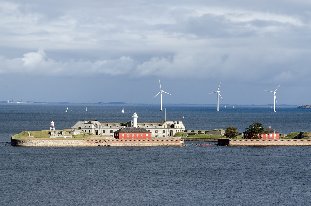 Морская ветро-ферма на побережье Копенгагена
