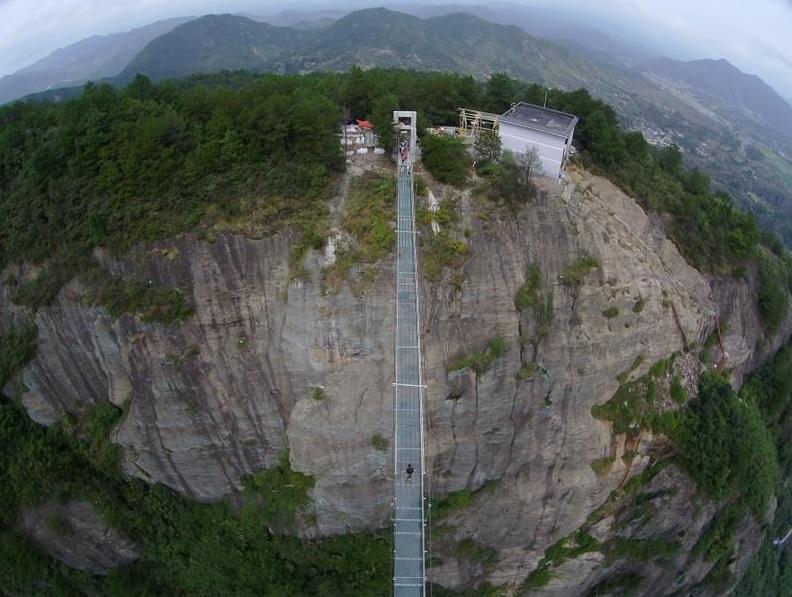 Пройтись по воздуху на высоте 300 м