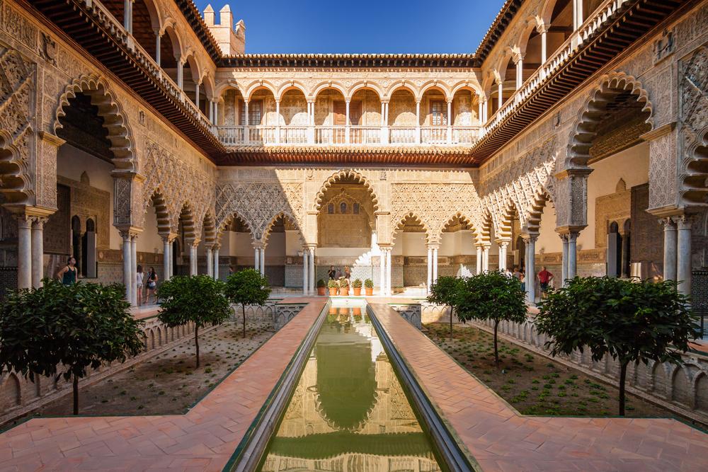 Внутри дворца Алькасар