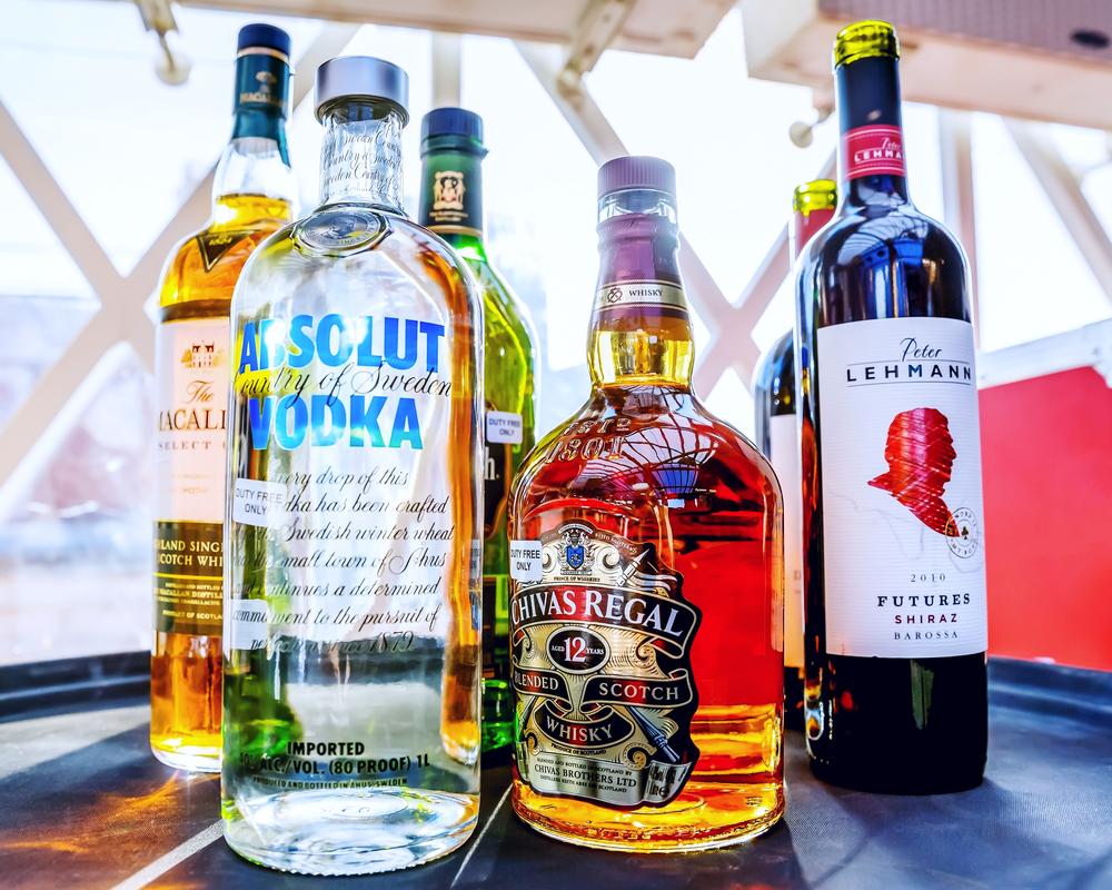 Алкоголь на борту: как и сколько можно перевозить?.Вокруг Света. Украина