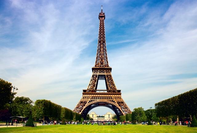Эйфелева башня поступилась популярностью «Титанику»