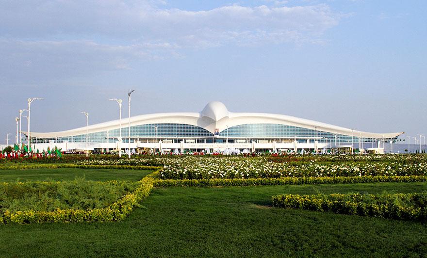 В Туркменистане открыли аэропорт в форме сокола