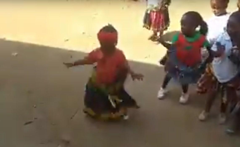 У африканских девушек танцы в крови