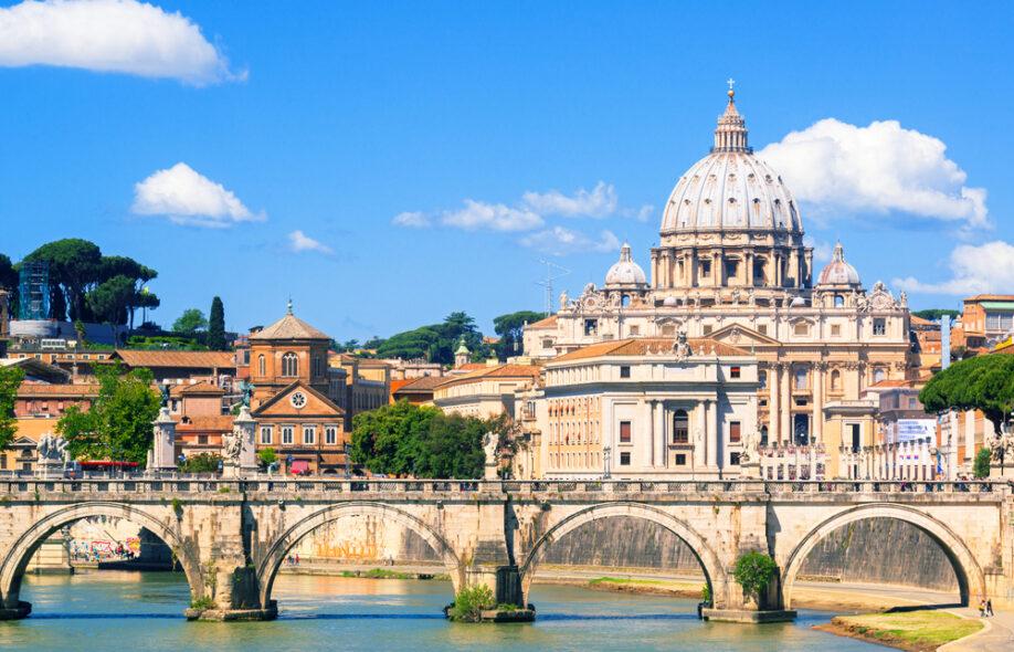 Самая маленькая страна в мире – Ватикан.