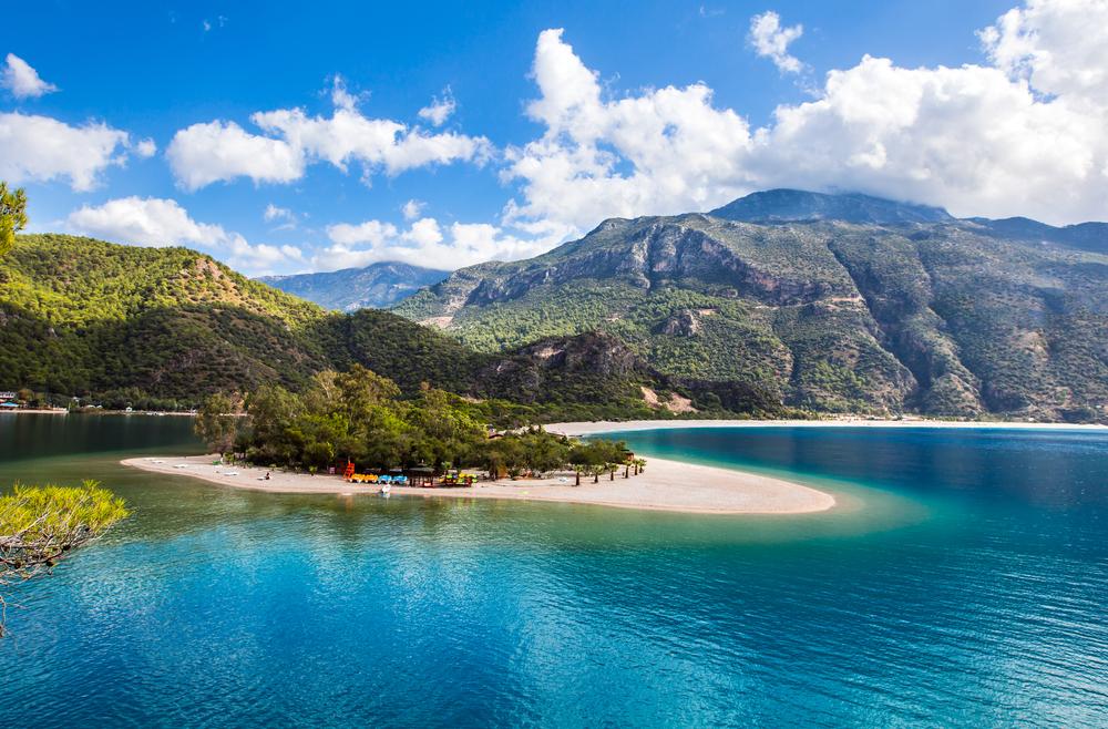 Олюдениз — один из самых известных пляжей Турции