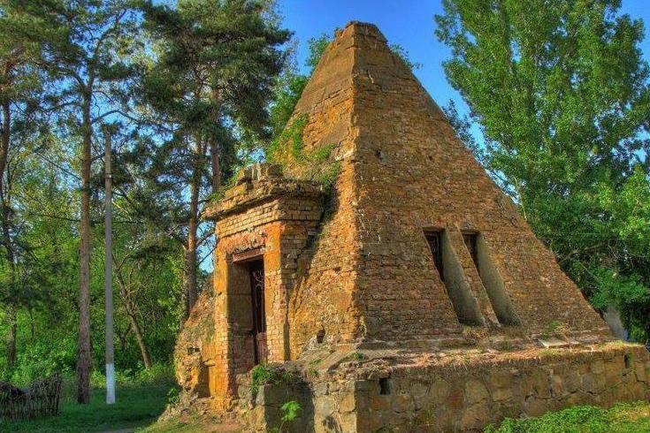 На Полтавщине нашли уникальные старинные пирамиды