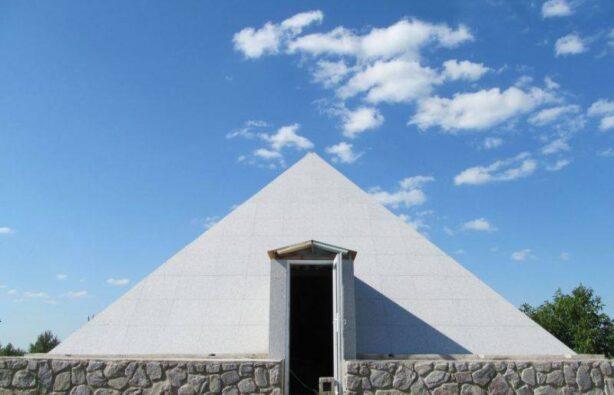 Украина, пирамиды