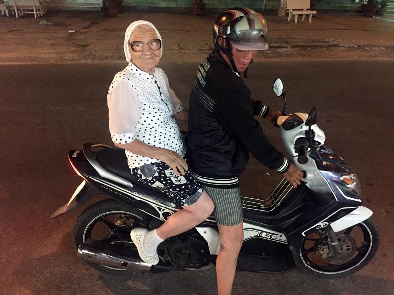 89-летняя пенсионерка в одиночку путешествует по миру