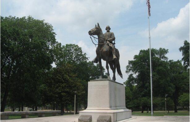 Памятник, США