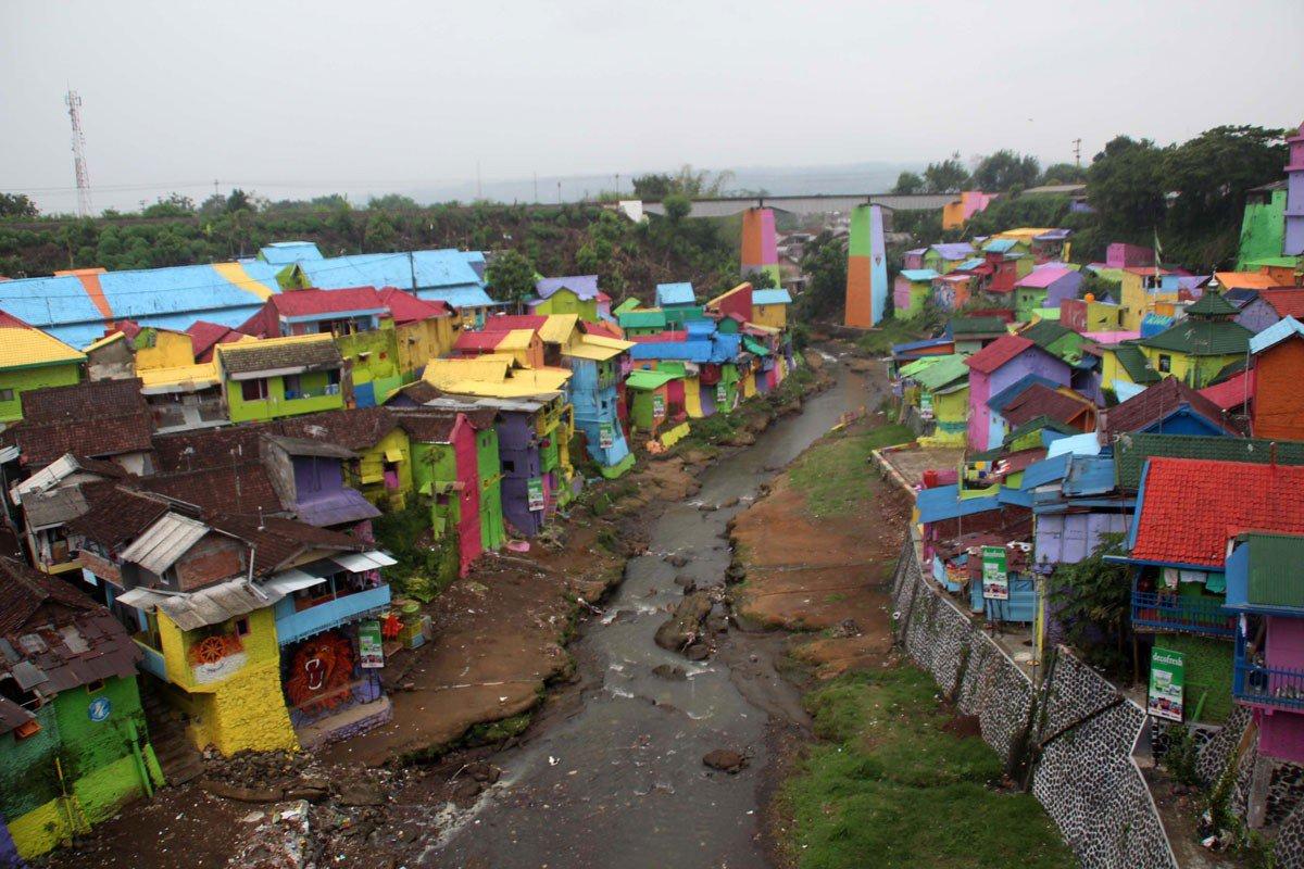 Разноцветная деревня