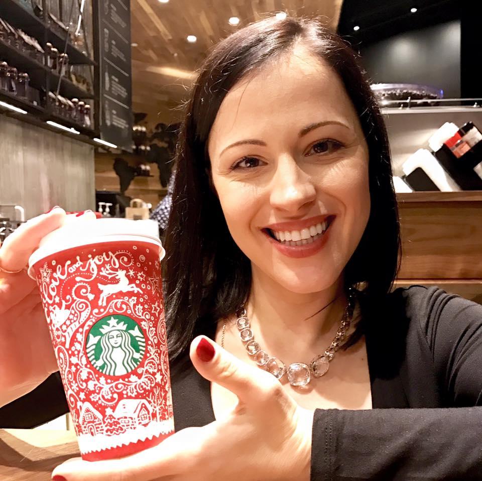 Украинка создала дизайн новогодних чашек для сети Starbucks.Вокруг Света. Украина