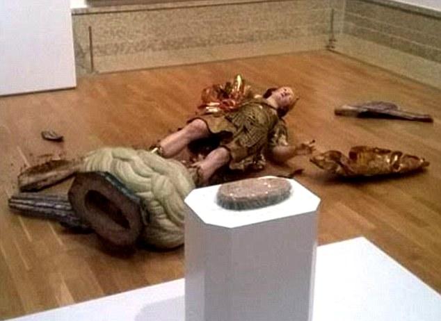 Жертва селфи, или Как турист разбил статую XVIII века.Вокруг Света. Украина