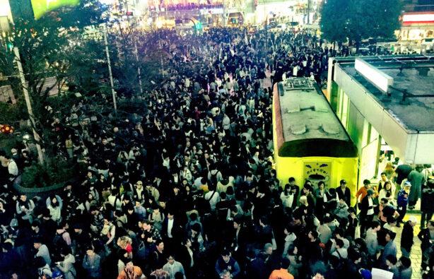 еленый свет на Shibuya Crossing