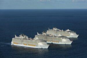 Первая встреча трех судов-гигантов