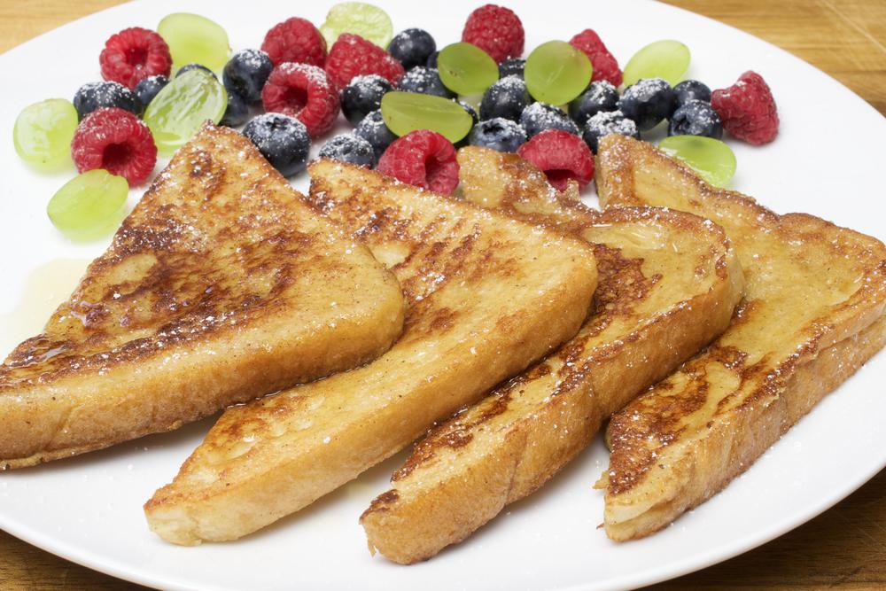 Вкусный завтрак с французским тостом