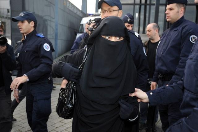 Женщину оштрафовали на €30 000 за отказ снять никаб