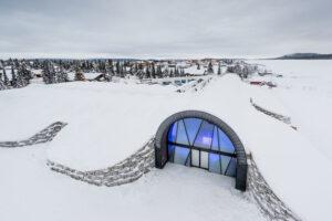 Первый в мире круглогодичный ледяной отель