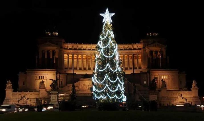 Самая ужасная новогодняя елка в мире