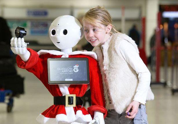 В аэропорту Глазго пассажиров развлекает робот Глэдис.Вокруг Света. Украина